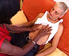 clip Travesti black qui se fait éclater la rondelle !!