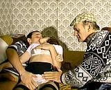 video en allopass :  Papy baise avec un couple exhibitionniste
