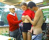 Elle baise papy et son petit fils