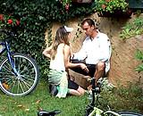 video en allopass :  Ils baisent dans le jardin et les voisins mattent