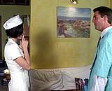 video en allopass :  Le m�decin du travail bande pour son infirmi�re