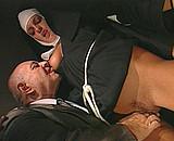sexe Vieux pervers abuse de jeunes bonnes soeurs