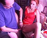 Téléchargement de Un vieux pervers séquestre une femme dans sa cave