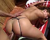 sexe Amatrice Jade se prend une sodomie sur la terasse