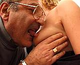 Télécharger porno Une femme nue dans une maison de retraite