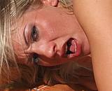 Téléchargement de Tania, une blonde aux yeux bleus hyper sexy !
