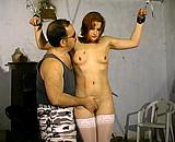 Téléchargement de Femme rousse dans une séance de sexe SM