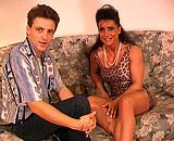 Une femme expérimentée dans un casting anal