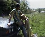 Téléchargement de Jeune couple s'exhibe dans la bagnole