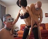 Téléchargement de La salope arabe qui s'éclate avec trois bisexuels