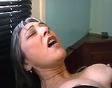 Telecharger video xxx : Vieille en détresse fait appel à un plombier