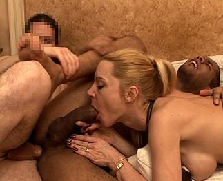 Triolisme bisexuel avec Sabine et 2 hommes
