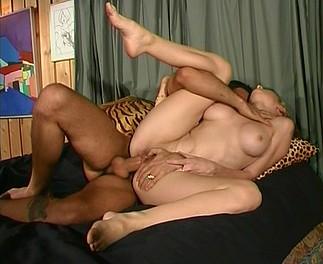 Estelle se fait déchirer l'anus