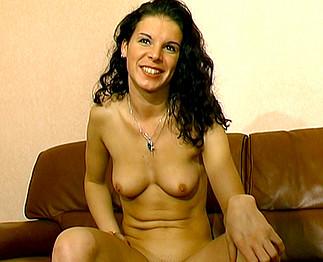 Sandrine 21 ans dans son 1er casting porno !