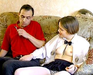 Sexe : Elle a 18 ans et son professeur la sodomise !