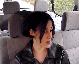 Brunette baisée par le chauffeur de taxi