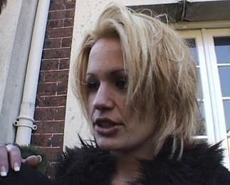 Nina Roberts taille une bonne pipe et en prend plein le cul 1