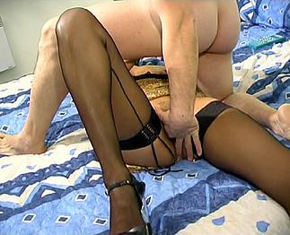 Arabe aux gros seins se fait baiser par son amant dans une chambre d'h�tel !