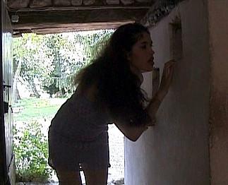 Elle se fait enculer dans une maison de campagne !