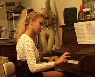 Pianiste lubrique prise sauvagement par son ex