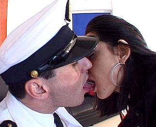 Elle a couché avec le recruteur de la marine  3