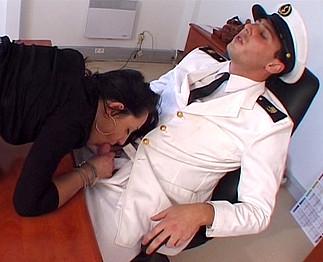 Elle a couché avec le recruteur de la marine  2