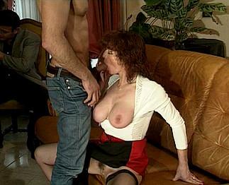 Mohamed défonce une vieille avec d'énormes seins
