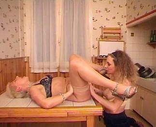 Video porno Fist anal et vaginal entre gouines matures