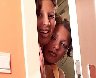Trois belles salopes se gouinent devant ses yeux Video Sexdenfer
