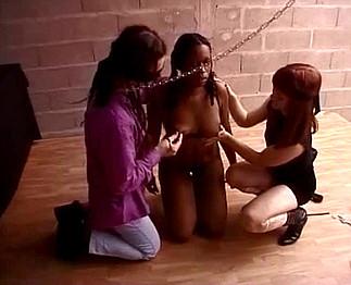 Jeux Sado maso entre un couple pervers et une noire soumise !