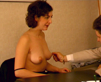 Sexe : Entretien d'embauche, elle lui fait la totale !!