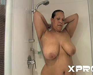 Téléchargement de Grosse femme qui me suce après la douche