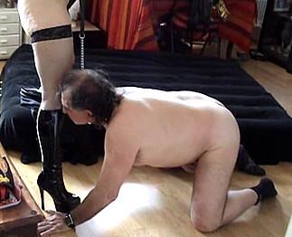 Téléchargement de Homme danseur soumis à la vieille Coquinette