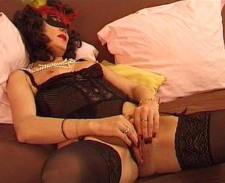 Téléchargement de Ejaculation féminine d'une mature libertine
