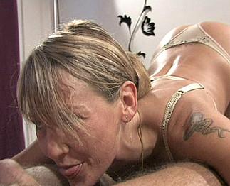 Téléchargement de Il tringle sa maitresse mature en levrette
