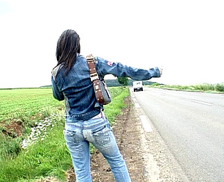 Téléchargement de Belle mature pulpeuse fait de l'autostop