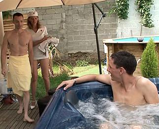 Téléchargement de Infirmière salope avec deux hommes bisexuels