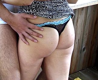 Téléchargement de Il baise une copine en levrette au haras