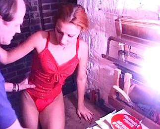 Un vieux pervers séquestre une femme dans sa cave