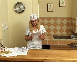 Téléchargement de Infirmière blonde avec de grosses miches