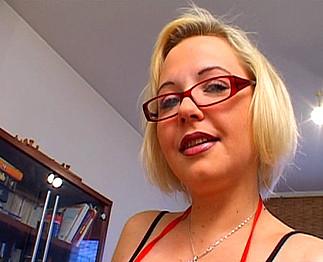 Téléchargement de Petite blonde sodomisée par un espagnol