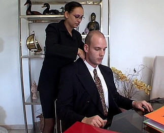 Téléchargement de Secrétaire bonnasse avec son patron