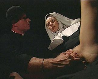 Téléchargement de Un pervers s'introduit dans un couvent....