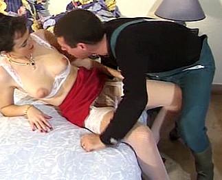 Téléchargement de Une maîtresse mature qui adore sucer