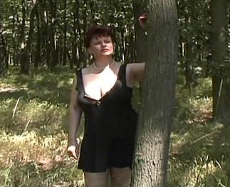 Grosse femme poilue baisée dans les bois Video Sexdenfer