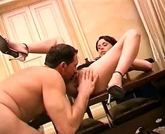 Téléchargement de Brune mature avec de gros seins prise dans le cul