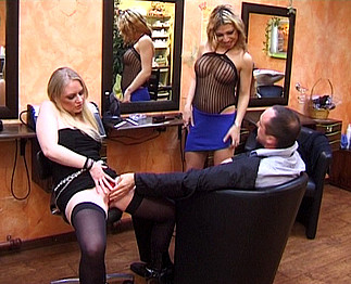 Coiffeuse salope pour un client très exigeant Video Sexdenfer