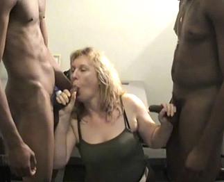 Corinne savoure une multiple double pénétration