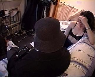 Téléchargement de Une amatrice à lunettes très poilue dans un porno