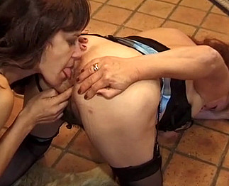 Des amourettes entre lesbiennes assez matures